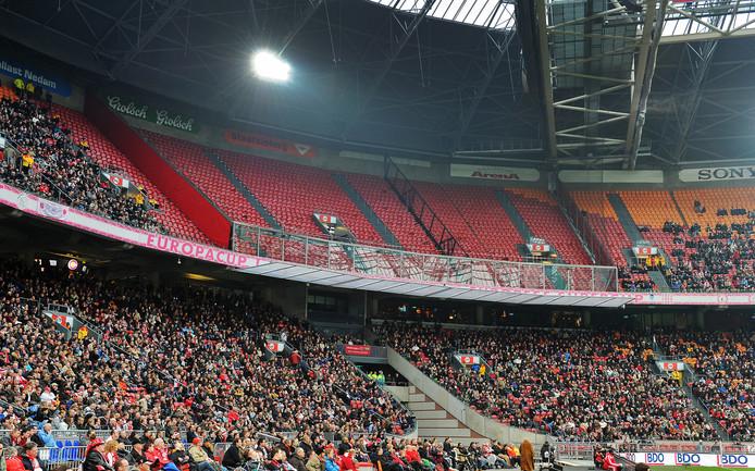 Het vak voor de supporters van FC Utrecht blijft zondag niet voor het eerst leeg tijdens de wedstrijd tegen Ajax. Maar afgelopen jaren verbeterden de onderlinge verhoudingen juist.
