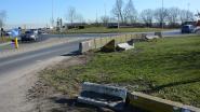 Rondslingerende betonblokken op rotonde veroorzaken twee ongevallen in 24 uur tijd