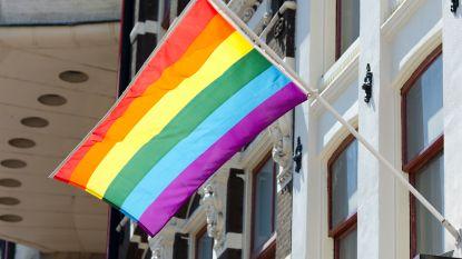 Tweehonderdtal mensen nemen deel aan bijeenkomst tegen homofobie: Schaarbeek wil daders en slachtoffers homofoob geweld rond tafel krijgen