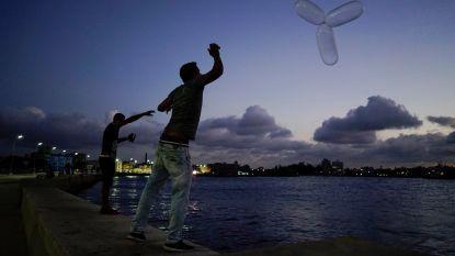 VIDEO. Om te vissen, als haarelastiekje of om een band te plakken: Cubanen zijn wel erg creatief met condooms