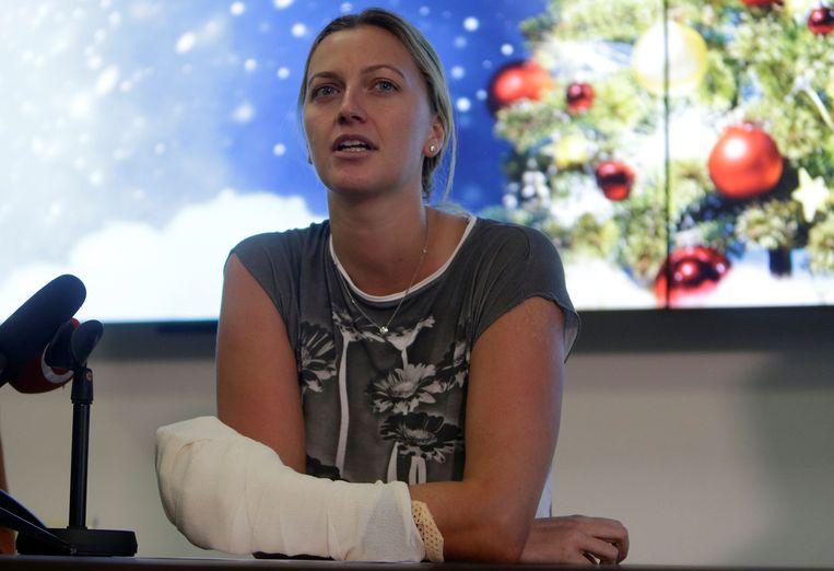 Petra Kvitova werd eind vorig jaar in haar hand gestoken door een indringer.