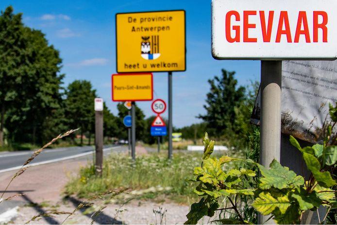 Het fysiek afsluiten van de provincie of de stad Antwerpen of een reisverbod voor Antwerpenaars komt er voorlopig niet.
