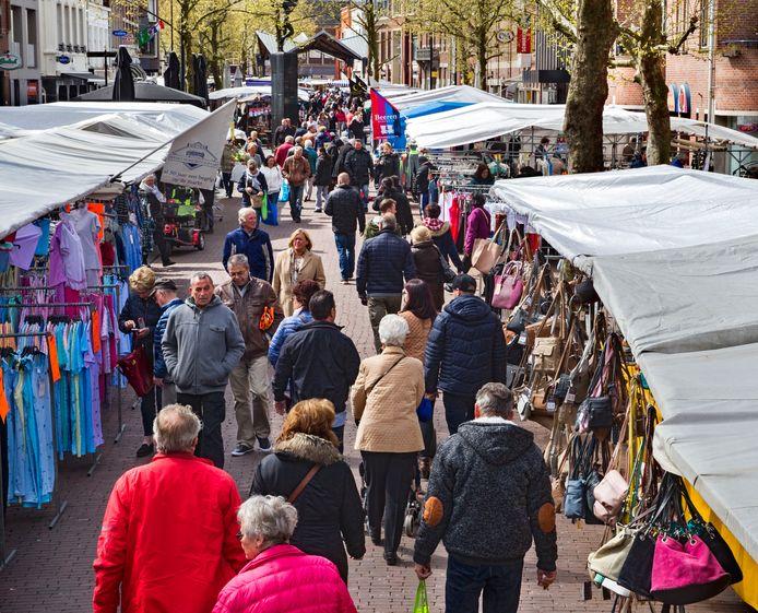 De zaterdagse weekmarkt van Helmond blijft op de Markt.