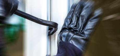 Inbreker betrapt in Bergen op Zoom: laat televisie achter in hal van woning