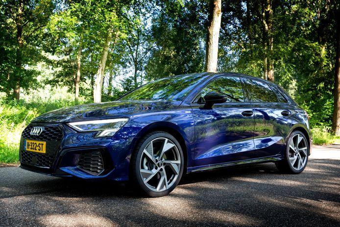 De nieuwe Audi A3 heeft een dijk van een wegligging.