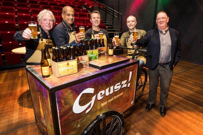 Presentatie Geusz bier 3.2 in het Stadstheater.