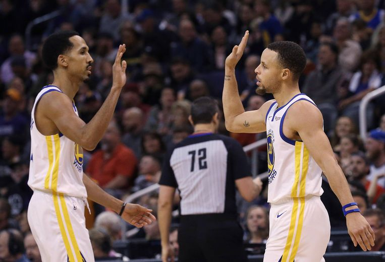 Stephen Curry (r) en Shaun Livingston.