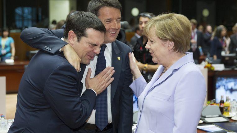 Griekse premier Alexis Tsipras, Italiaanse premier Matteo Renzi en de Duitse bondskanselier Angela Merkel Beeld anp