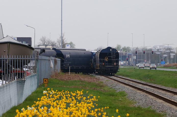 Goederenwagons botsten op een stilstaande locomotief op het spoor langs de Megensebaan.