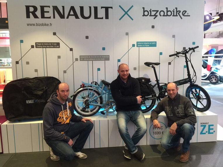 Christophe, Bjorn en Michel Branders bij hun bike.