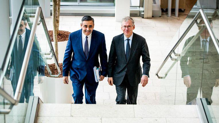 CEO Frans van Houten (r) en CFO Abhijit Bhattacharya tijdens de presentatie van de jaarcijfers van elektronicaconcern Philips. Beeld anp