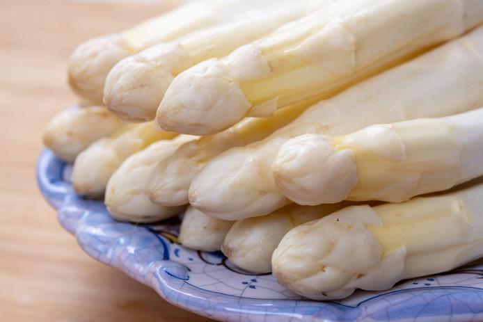 Witte asperges staan ook wel bekend als de koningin onder de groenten.