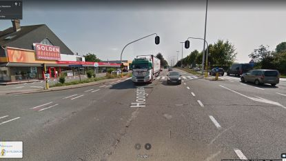 Voertuigen botsen aan kruispunt de Pelsmacker