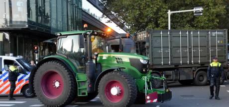 Boerenblokkades bij distributiecentra gaan uitlopen op 'clash met legerinzet'