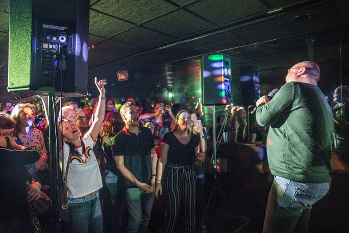 opening Gaybar de Regenboog met Paul de Leeuw in Eindhoven