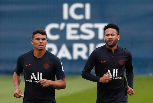 Thiago Silva (l) en Neymar