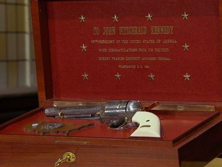 De revolver was het cadeau van Robert 'Bobby' Kennedy voor zijn broer John, toen die in 1961 president werd.
