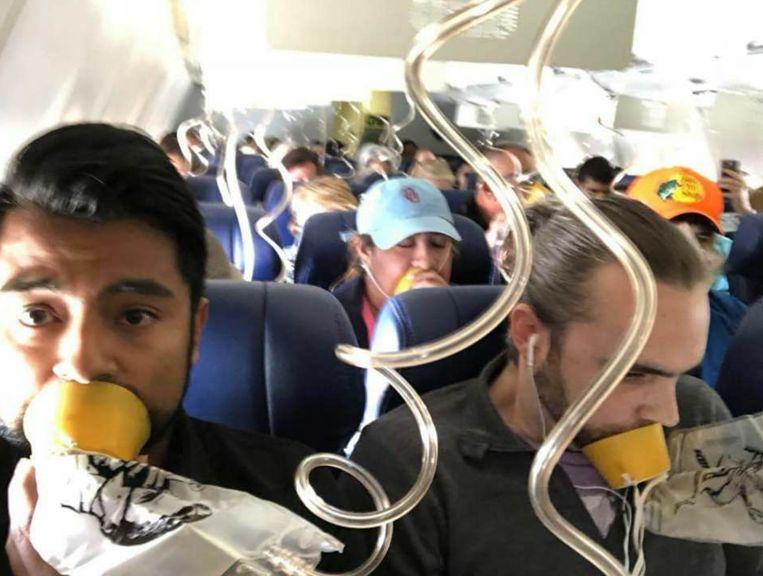 Heel wat passagiers deden hun zuurstofmasker verkeerd aan.