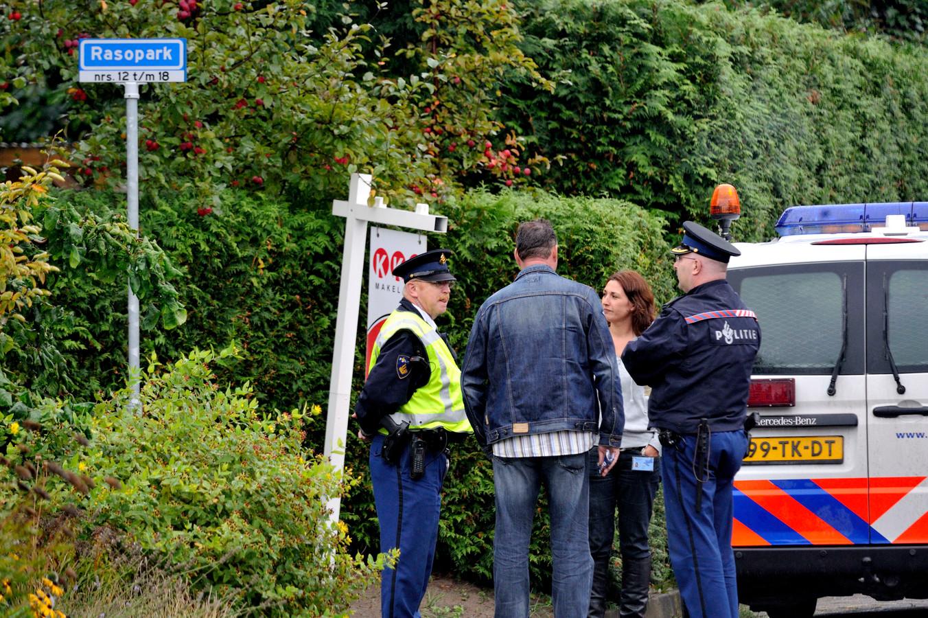In 2008 valt de politie binnen bij panden van de Orde der Transformanten aan het Rasopark in Hoeven naar aanleiding was de aanslag op de Rotterdamse zakenman Frits Bebelaar.