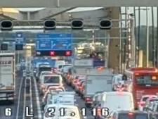 Ongeluk A16, twee rijstroken  Van Brieneoordbrug dicht