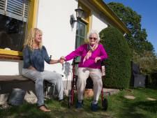 Petra haalde moeder (97) uit zorgcentrum, maar zoekt tevergeefs huisarts: 'Kan alleen 112 bellen'