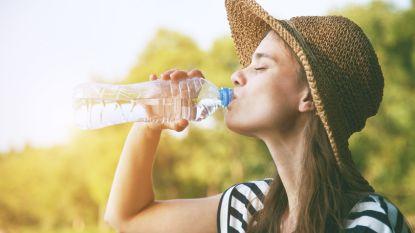 Zes eenvoudige tips om meer water te drinken