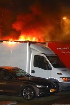 Geparkeerde bestelwagen vat vlam in Vlaardingen