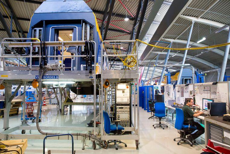 Renovatie van NS dubbeldekkers in de remise in Haarlem. foto: ARIE KIEVIT Beeld Arie Kievit