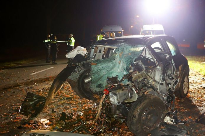 Van de auto is na het ongeluk weinig meer over.