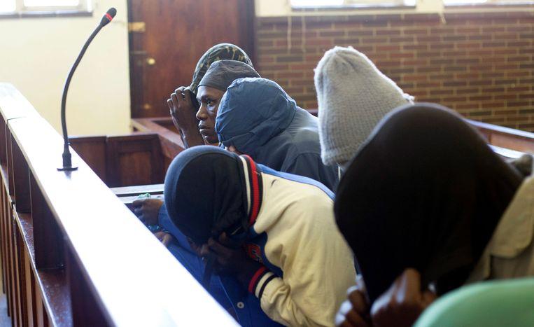 De van kannibalisme verdachte mannen in de rechtbank in Escourt.
