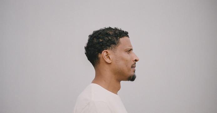 In navolging van zijn muzikale kompaan Sticks, is rapper Rico hoofdgast in de interactieve talkshow Behind The Music.