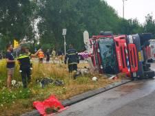 Brandweerwagen gekanteld in Leusden: 2 lichtgewonden
