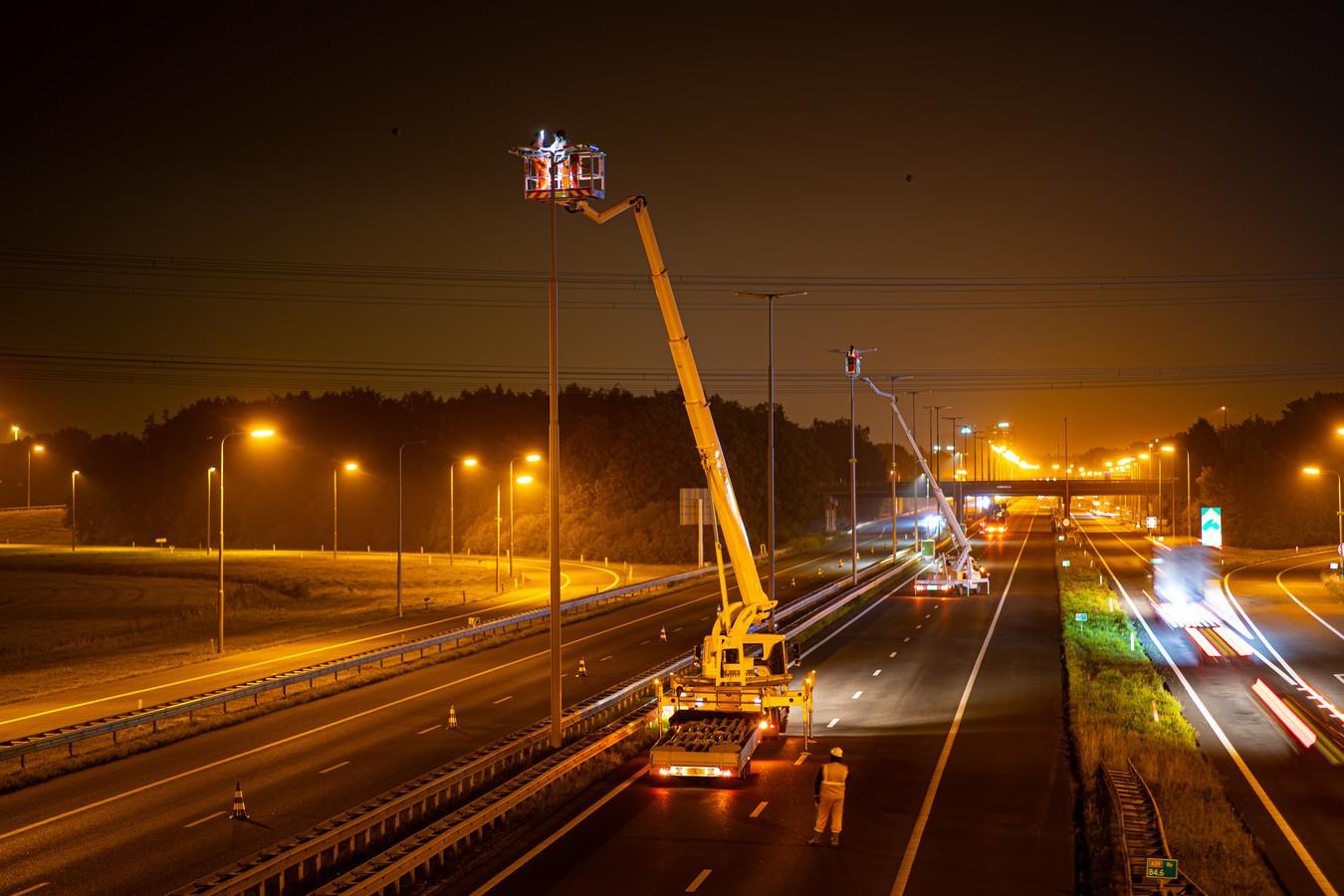 Rijkswaterstaat voert een half jaar lang groot onderhoud uit aan de A28 tussen Wezep en Zwolle.