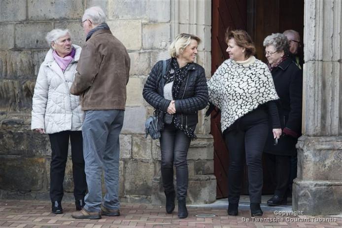 De sluiting van (uiteindelijk) drie kerken in Oldenzaal zorgde dit weekend voor veel gespreksstof bij de kerkgangers in de Plechelmusbasiliek.