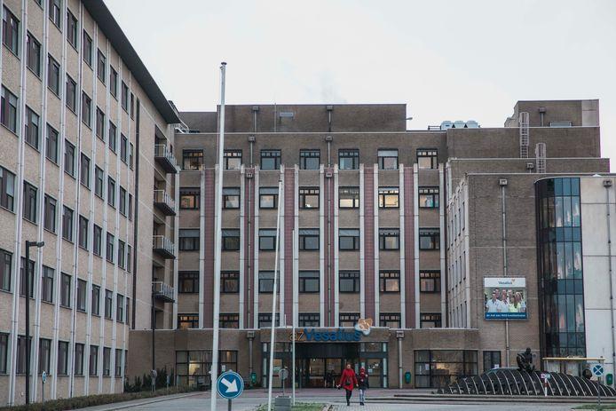 Het AZ Vesalius in Tongeren kent een corona-uitbraak, maar de situatie is er onder controle, zo meldt het ziekenhuis.