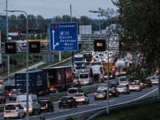 Het blijft tobben voor automobilist op A12, maar 'filedruk heeft onze aandacht'