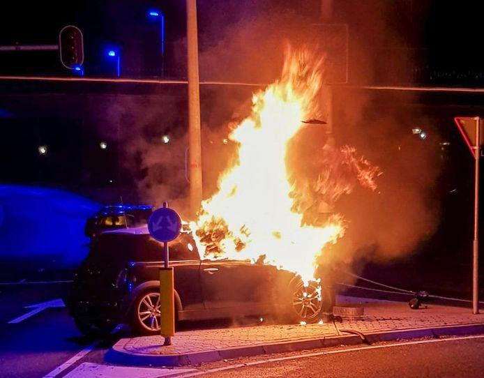 Auto brandt uit bij Eindhoven Airport