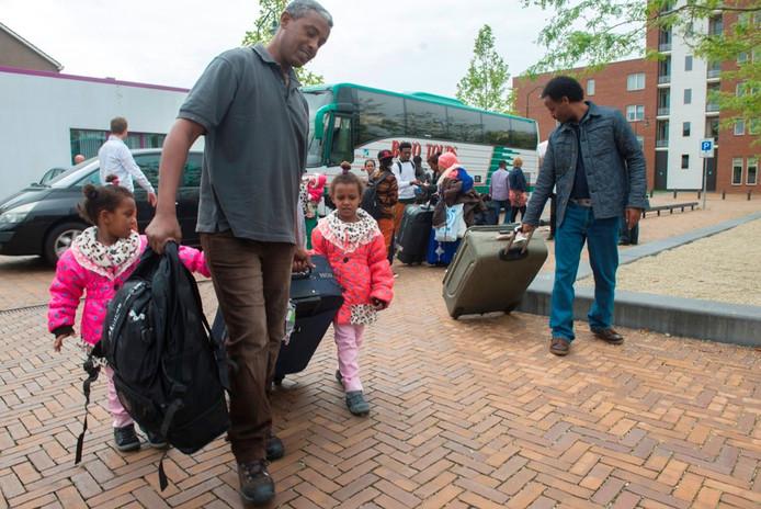 Vluchtelingen bij aankomst in Nederland.