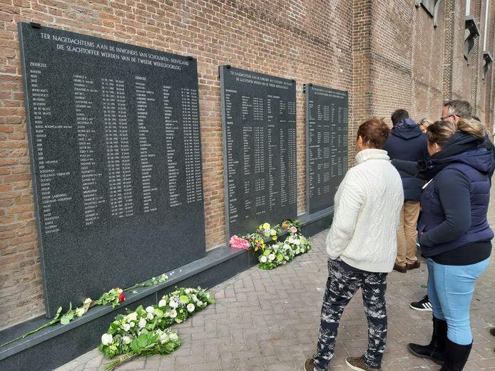 Het monument met de 218 slachtoffers van de Tweede-Wereldoorlog aan de muur van de Nieuwe Kerk in Zierikzee