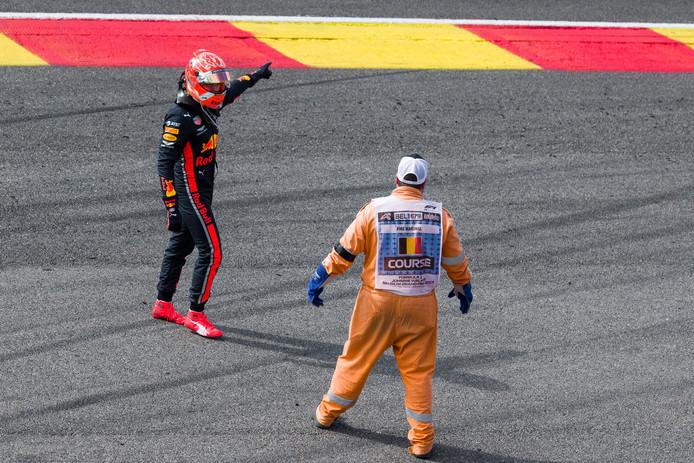 Max Verstappen viel zondag al snel uit tijdens de Grand Prix van België.