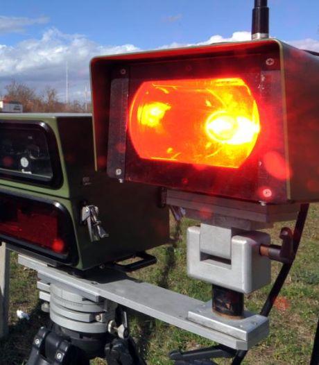 Flitspaal bekeurt herrie makende motorfietsen en auto's