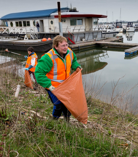 Wie helpt mee de oevers van de Bergsche Maas schoon te maken? Waalwijk zorgt voor koffie