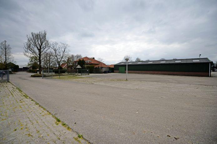 Het perceel aan de Almeloseweg waar Aldi wil bouwen.