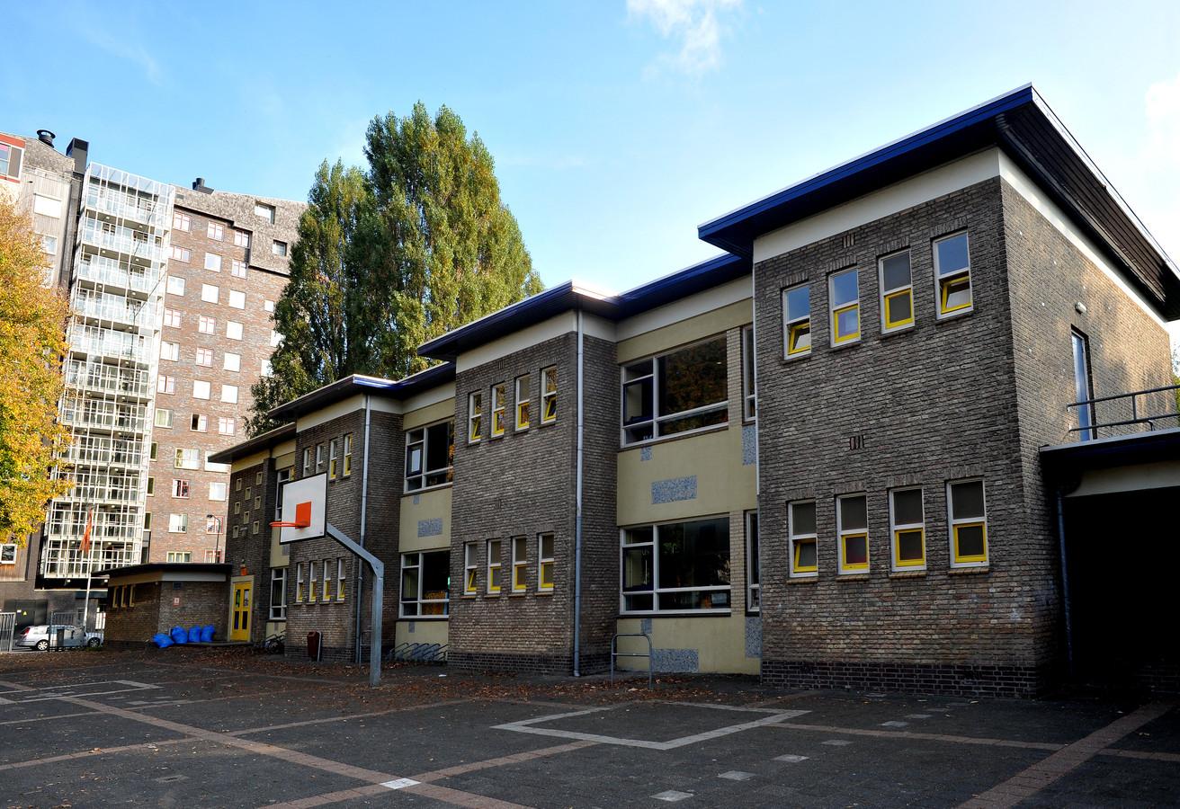 Het monumentale schoolgebouw mag dan niet meer aan de huidige maatstaven voldoen, mooi is het wel.