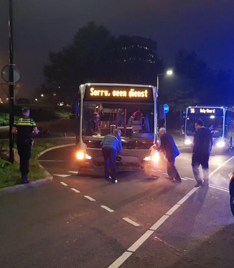 Aanrijding in Vlaardingen tussen auto en RET bus zorgt voor een gewonde