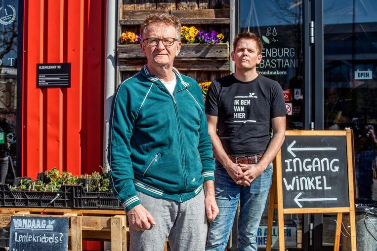 Cor Holtackers en Rinke 't Hof. Beeld Raymond Rutting / de Volkskrant