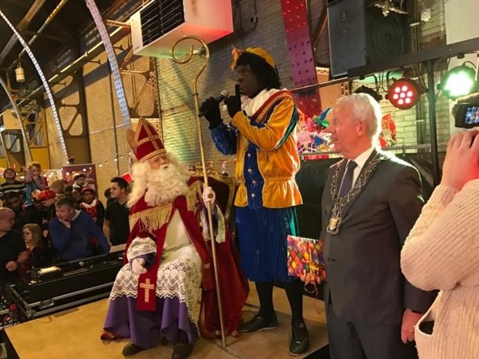 Sinterklaas en een van zijn pieten tijdens de intocht dit jaar.