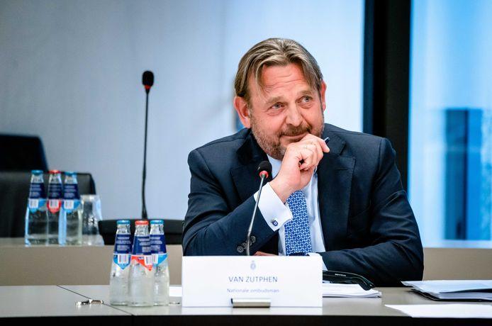 Nationale Ombudsman Reinier van Zutphen heeft al zo'n 260 gemeenten onder zijn hoede. Daar komt Ommen nu bij.