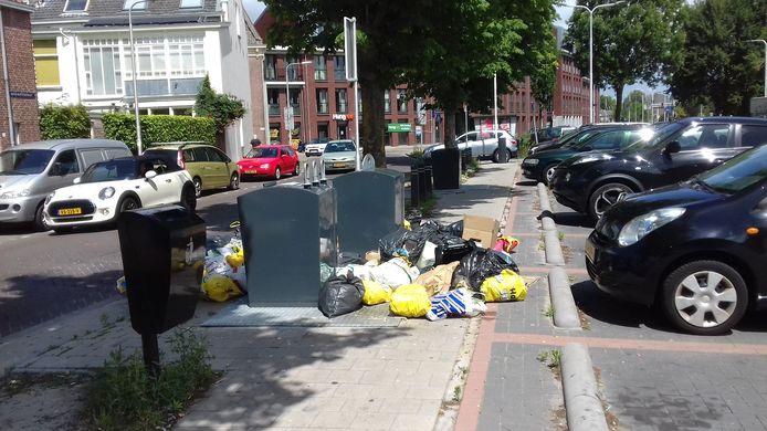 Bijgeplaatst afval op het Bart van Peltplein.