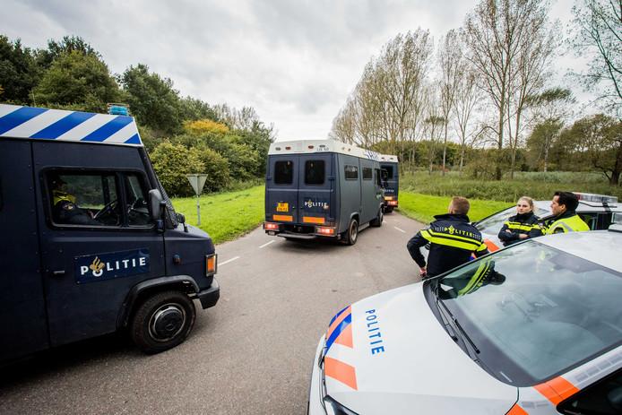 2017-10-11 17:02:53 ZEEWOLDE - De politie zoekt naar de vermiste Anne Faber in de buurt van een golfterrein in Zeewolde. De Utrechtse wordt al ruim anderhalve week vermist. ANP SEM VAN DER WAL